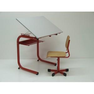 Einsitziges Pult 1